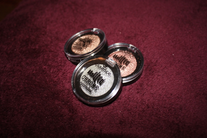 ESSENCE: MELTED CHROME EYESHADOW.